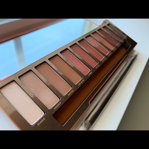 Urban Decay Naked Heat Eyeshadow Palette